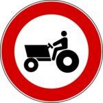 Transito macchine agricole vietato